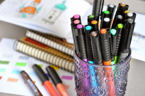 маркеры, фломастеры и гелевые ручки