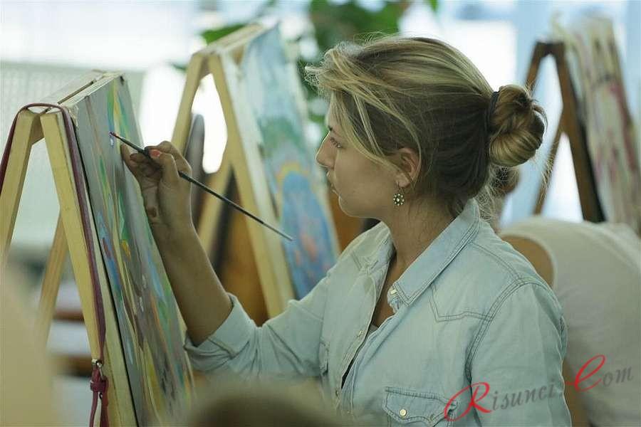 процесс рисования на занятиях