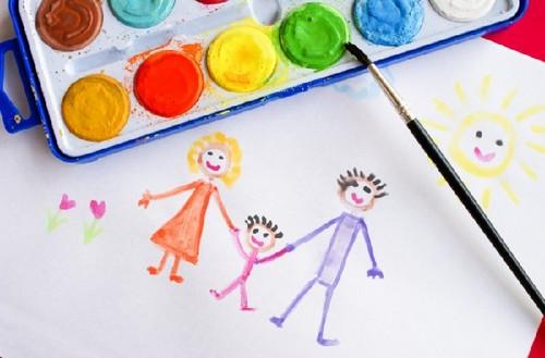детский рисунок семьи акварелью