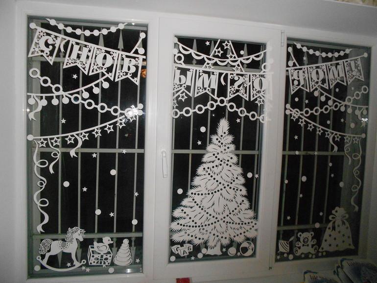 новогодние вытынанки на окнах, фото 5